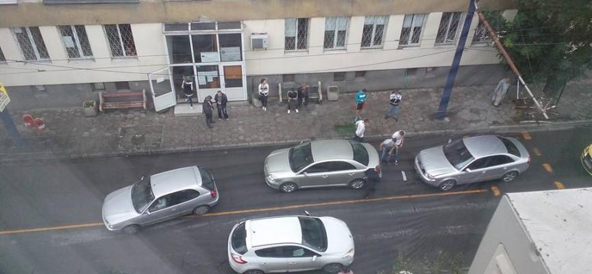 В центъра: Ауди удари Тойота, тя се натресе на трета кола