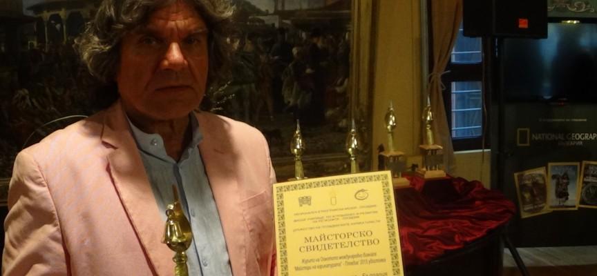 Коко Анастасов с майсторско свидетелство за карикатура