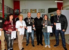 Маргарита Иванова и Катя Бажлекова се върнаха с първа и втора награда от турнир по стрелба в София