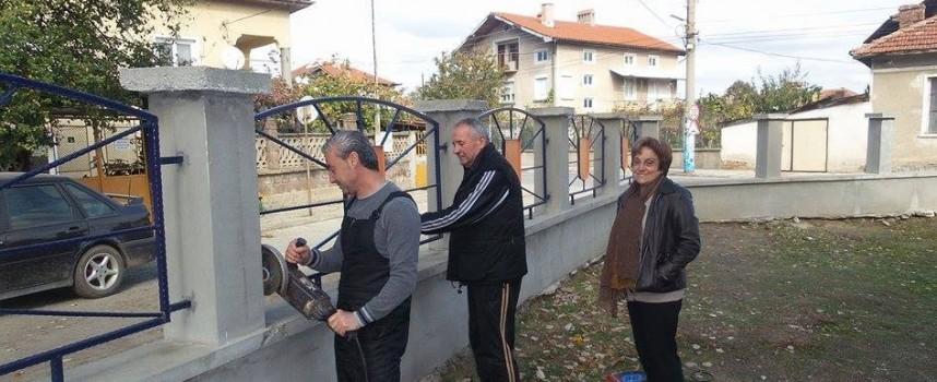 """Новата власт в Септември спешно прави оградата на СОУ """"Христо Ботев"""""""