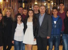 """Осемнадесет отлични ученици получиха стипендии от фондация """"Асарел"""""""