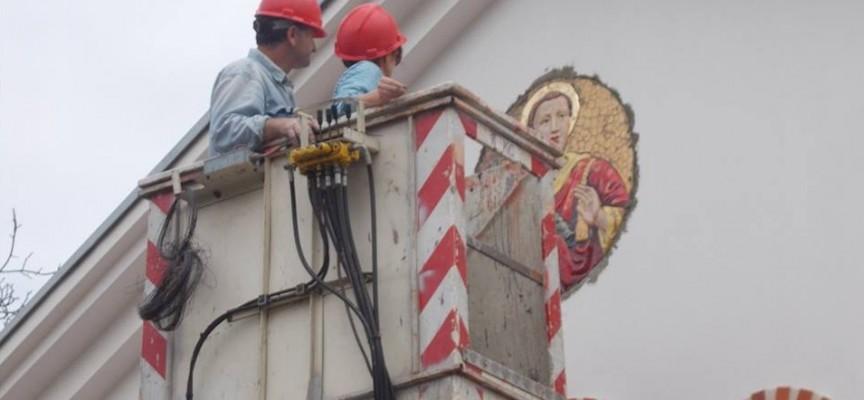 Свети Стефан грейна на фасадата на Арменската църква