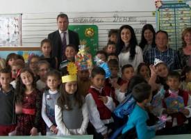 """УРОК ПО ТОЛЕРАНТНОСТ: Ромски приказки и """"Детенце хубаво"""" в една и съща класна стая"""
