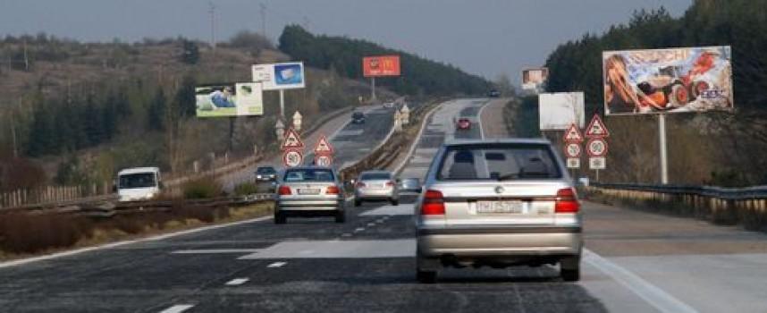 Камион с ремарке блъсна жена на магистралата