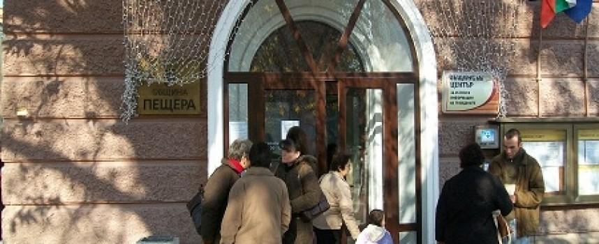 Данъчни и полиция запечатаха два търговски обекта в Пещера