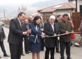 """Откриха новия път от Дорково към """"Дъното"""" и спортната зала в Костандово"""