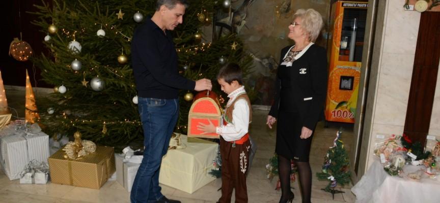 Вижте как бе открит Благотворителният базар в Община Пазарджик