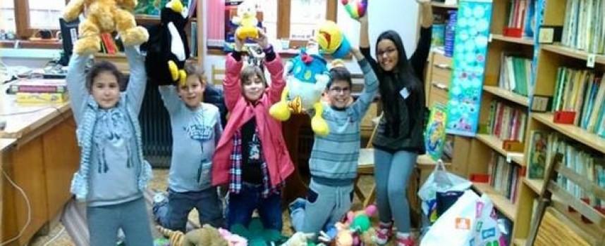 Пещерски малчугани направиха презентация за Деня на толерантността
