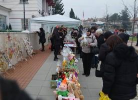 """За девети пореден път в община Стрелча беше организирана коледна благотворителна вечер """"Стрелчанска Коледа 2015"""" за деца сираци, полусираци и деца с увреждания."""
