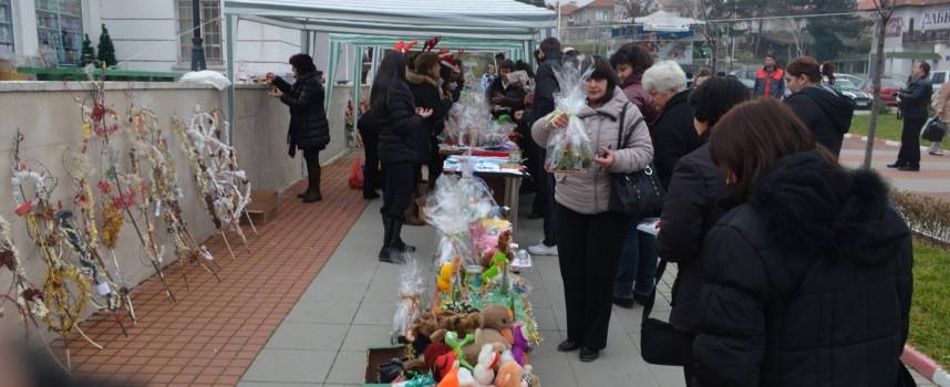 В Стрелча: 25 деца получиха получиха по 254 лв. под формата на ваучер за дрехи, обувки и храна