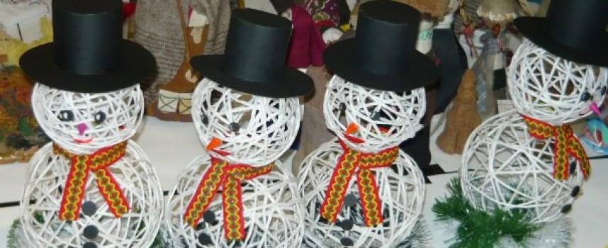 Откриват Коледен базар във фоайето на общинска администрация