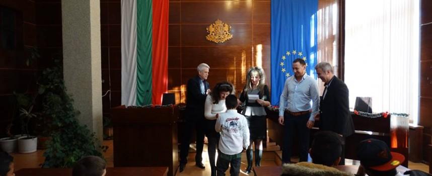 В Пещера: Николай Зайчев се срещна с деца сираци