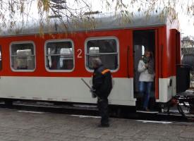 Има Господ: Мъж падна под влак и оцеля
