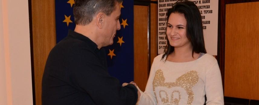 Децата от Органа по настойничество и попечителство се срещнаха с кмета