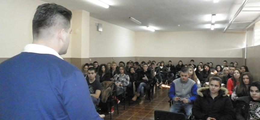 Най-младият евродепутат се срещна със зрелостници в Пазарджик