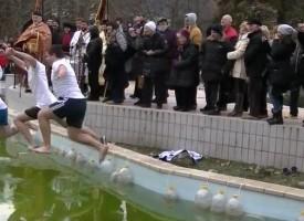 В Пещера: Хвърлят кръста на Йордановден в езерото на Градския парк