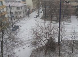Пазарджик осъмна почистен в първия работен ден, неправилно паркирани коли пречат