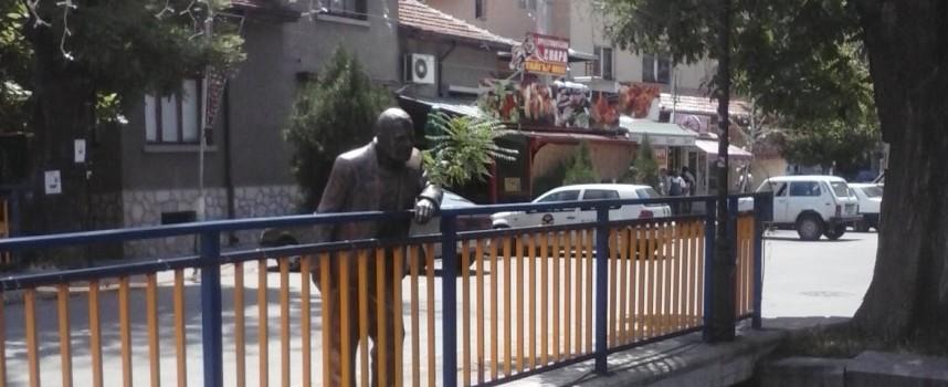"""Пускат за продажба сградата на галерия """"Ровър"""", искат я художниците Петров и Бажлеков"""