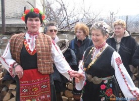 """Обичаят """"Къпанки"""" пресъздават днес в Голямо Белово"""