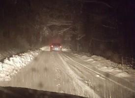 Зайчев прати снегорин по пътя за Свети Константин