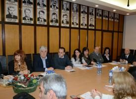 Нови шефове на отдели представи кметът Тодор Попов