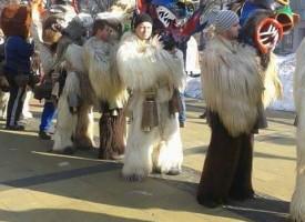 Калугеровските кукери дефилират в Раковски