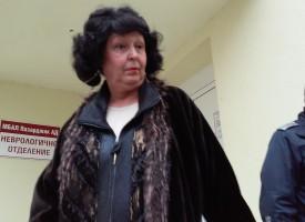 Стрелчани посрещнаха адвокат Колчева с хули
