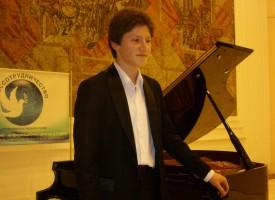 Пазарджишкият виртуоз Емануил Иванов с клавирен концерт в понеделник