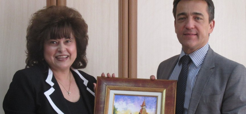 Посланикът на Франция в България Ксавие Лапер дьо Кабан посети Пазарджик