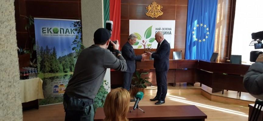 """В Пещера: Николай Зайчев получи наградата """"Най-зелена община"""""""