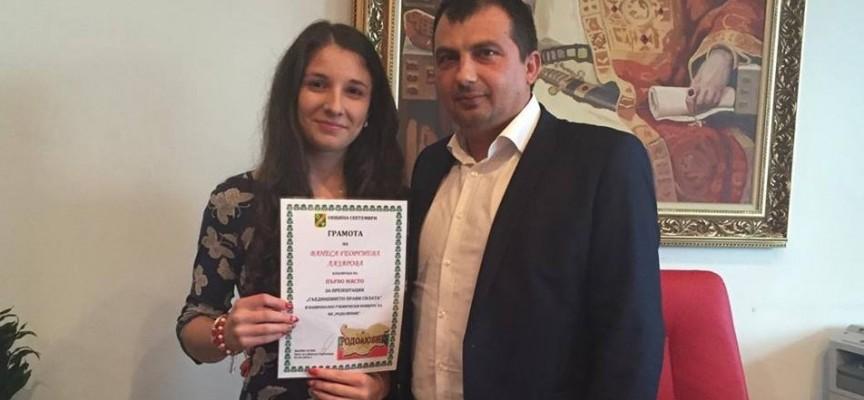 Марин Рачев връчи благодарствена грамота на Ванеса Лазарова
