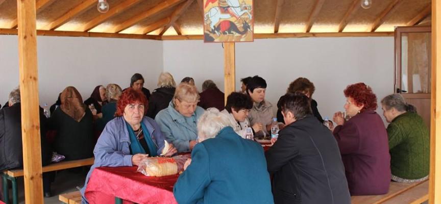 В Ковачево: Рачев даде благотворителен обяд в църквата