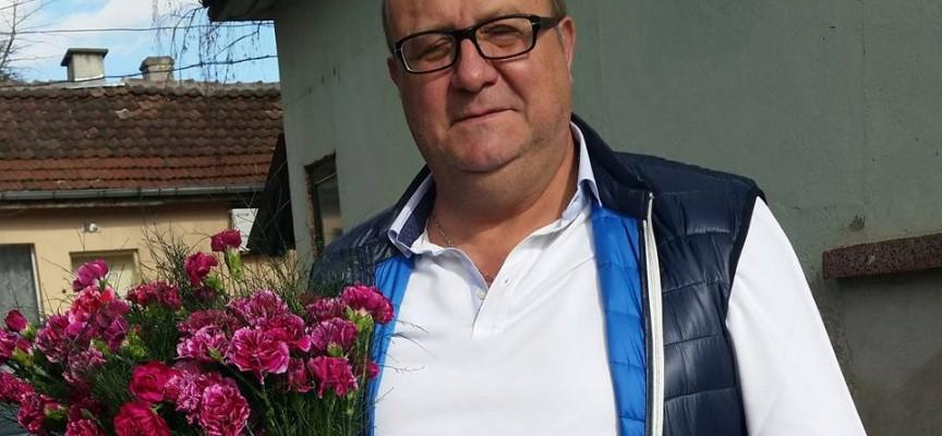 Кметът на Лесичово се отчете с цветя за екипа