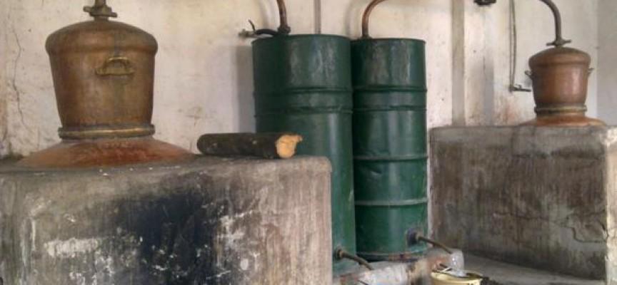 Митничари спипаха нелегален производител на ракия от Аканджиево
