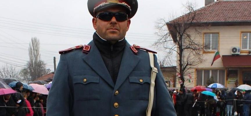 Булки и милиционери дефилираха в центъра на Винорадец