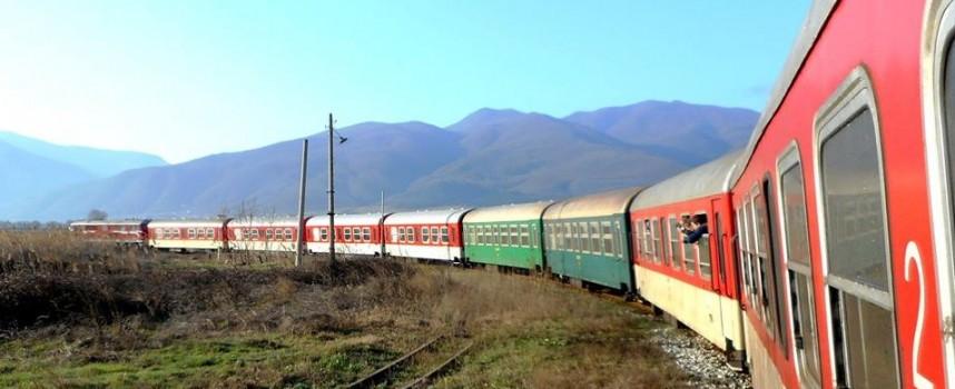13 влака ще бъдат засегнати от смяната на часовото време утре вечер, два от тях в нашата област