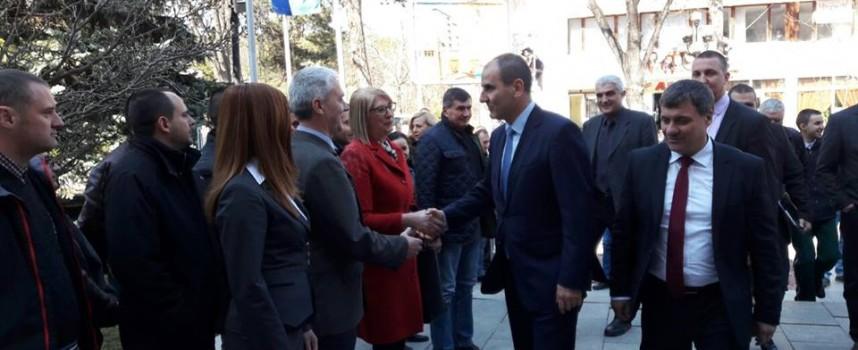 УТРЕ: Цветан Цветанов прави първа копка на детска градина в Драгиново