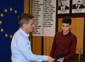 Премия от 200 лв. връчи Тодор Попов на заслужили млади бадминтонисти