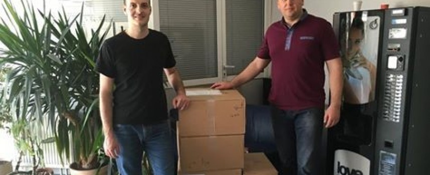 В Сърница: Швейцарци дариха компютри на общината