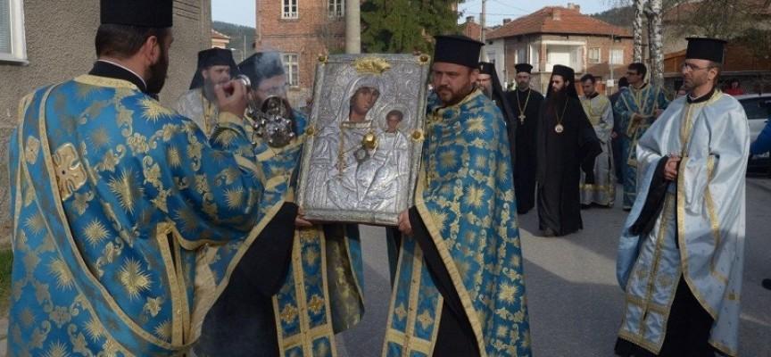 """В петък: """"Златната ябълка"""" идва в Пазарджик с дядо Николай"""