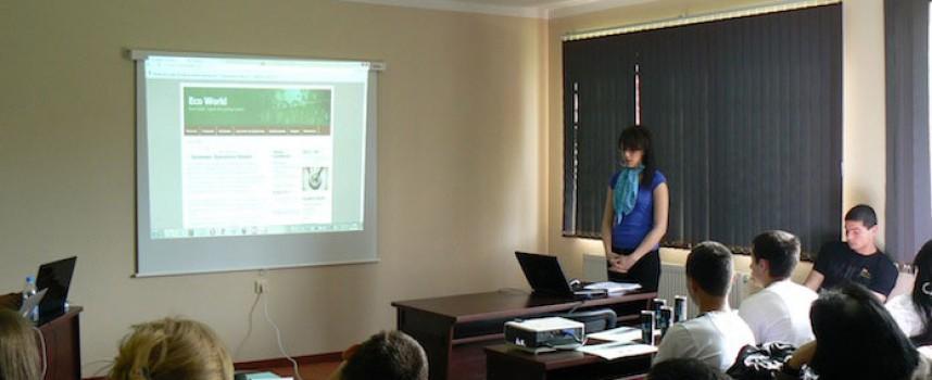 Две момичета от Пазарджик участват в уеб състезание, да ги подкрепим