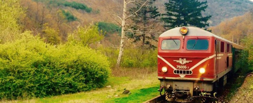 Теснолинейката за 6 и 7 май вече се напълни, ще искат допълнителни вагони от БДЖ