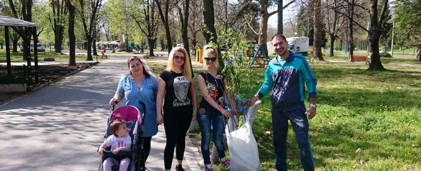 """В седмицата на гората: Патриотите засадиха 20 дръвчета в парк """"Стадиона"""""""