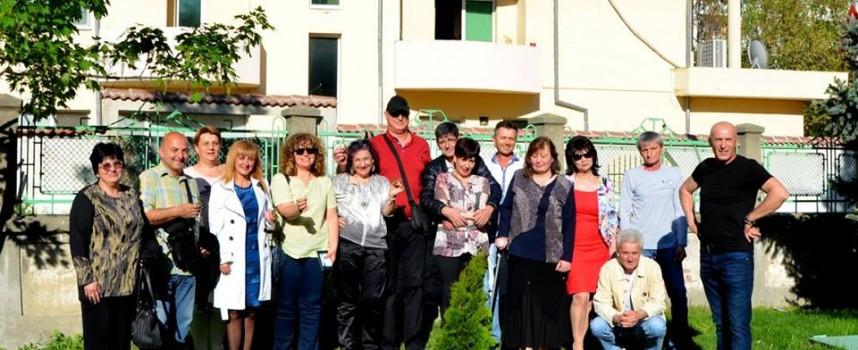 """Светска хроника: Набор 1965 засади дръвче в двора на """"Стефан Захариев"""""""