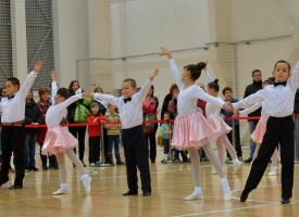"""""""Асарел – Медет"""" инвестира в развитието на спортните танци в Панагюрище"""