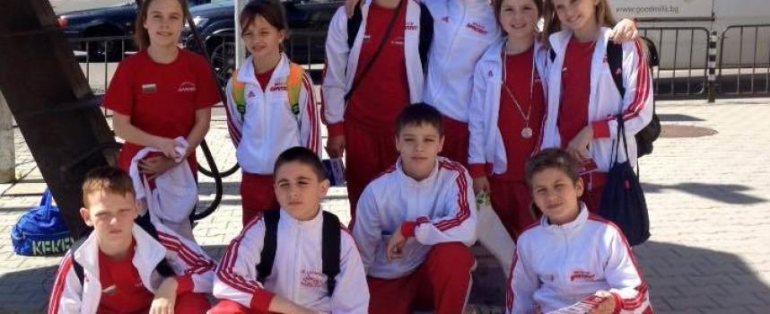 """2 сребърни медала за Любов Чалъкова от турнир по плуване """"Цветница"""""""