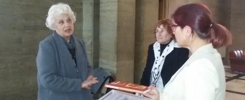 """""""Аврамови хроники"""" получи приза на Национален граждански форум """"Българка"""""""