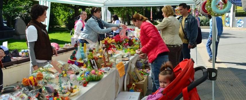 Майките отвориха благотворителния си базар