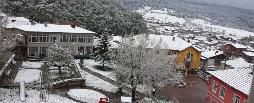 В Сърница, Нова Махала, Батак и Равногор вече си честитят първия сняг
