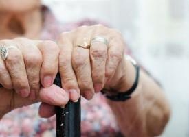 Пускат пенсиите с великденските добавки на 8 април